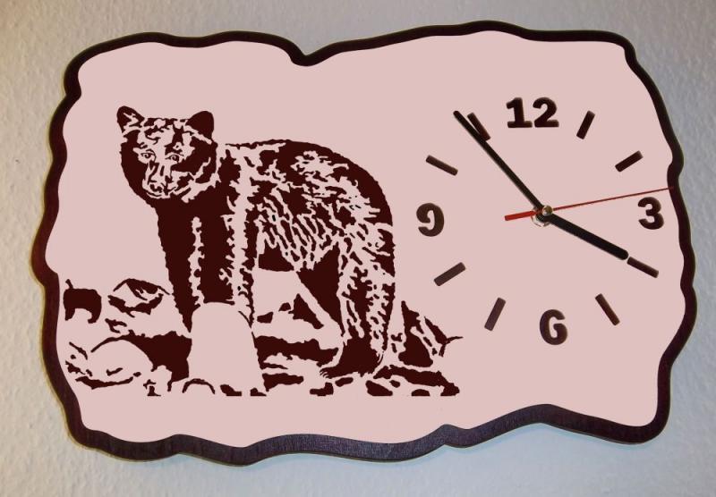 U 007 Designwanduhr junger Bär