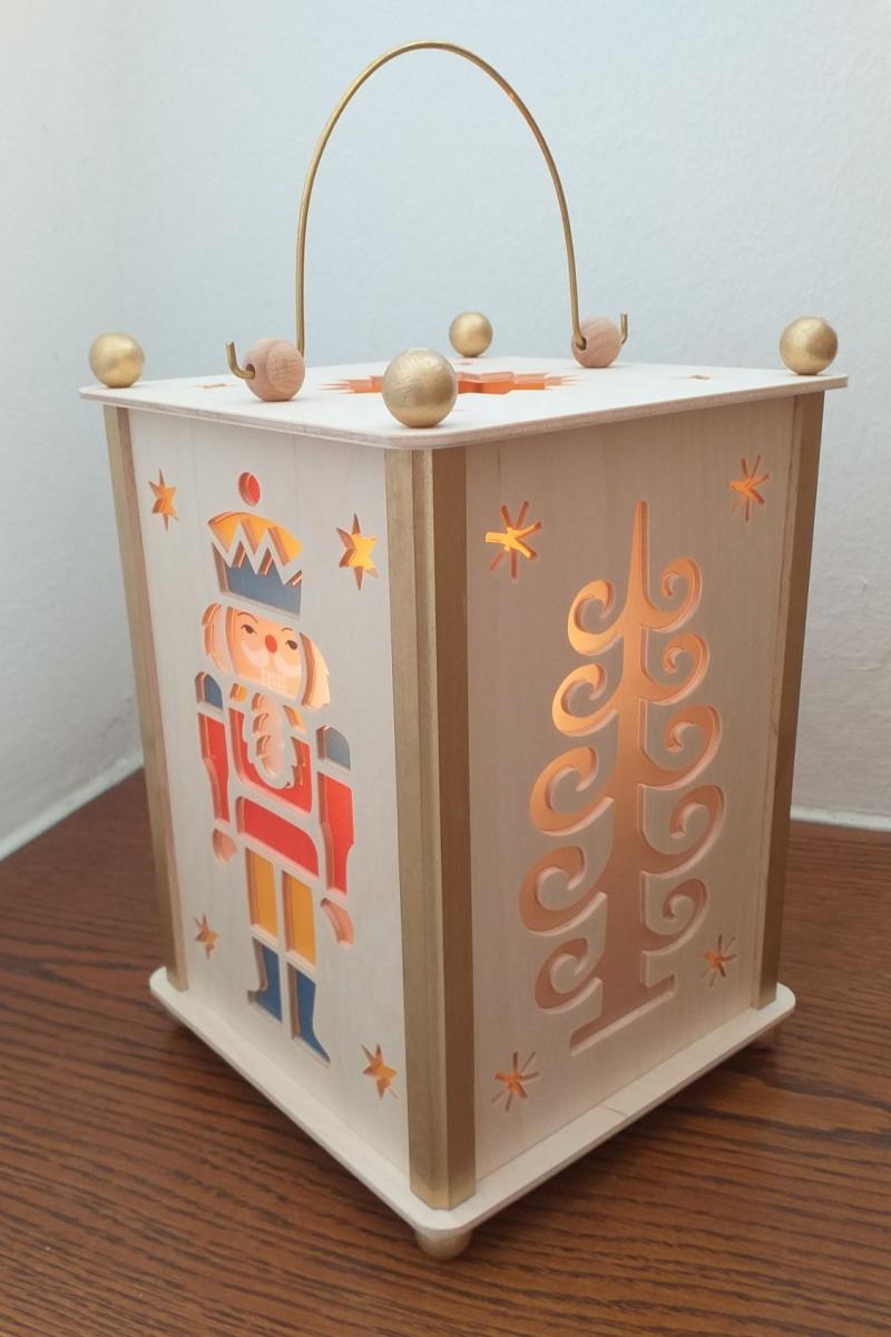 Weihnachtslaterne-Nussknacker